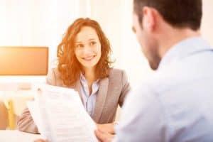 """Как да отговорим на въпроса """"Разкажете ми за себе си"""" по време на интервю за работа"""