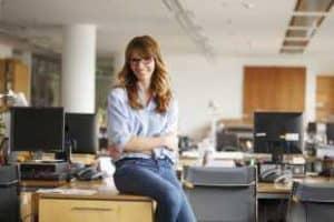 Няколко лесни упражнения, които може да правите лесно на бюрото в офиса си